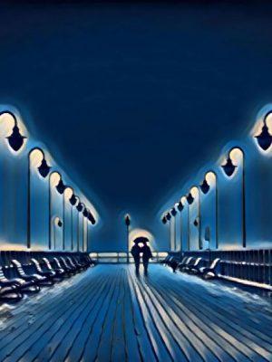 Pierchen auf einem Pier in der Nacht
