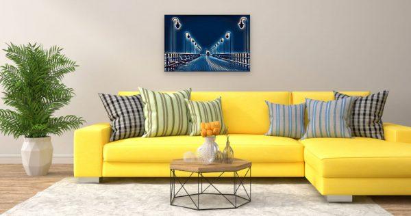 Pärchen auf Pier (Effektbild) über Wohnzimmer Couch