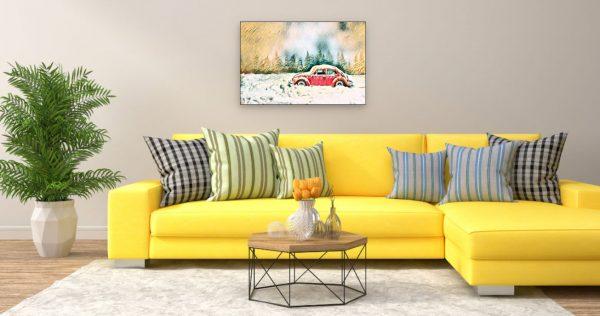 Zugeschneiter Käfer in Winterlandschaft (Effektbild) über Wohnzimmer Couch